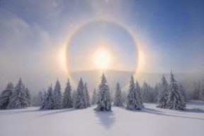 Halo (Icebow or gloriole).